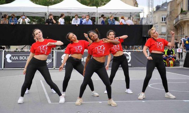 """Samantha RG'DANCE : """"On aime l'ambiance et au basket, le public est réceptif à nos prestations…"""""""